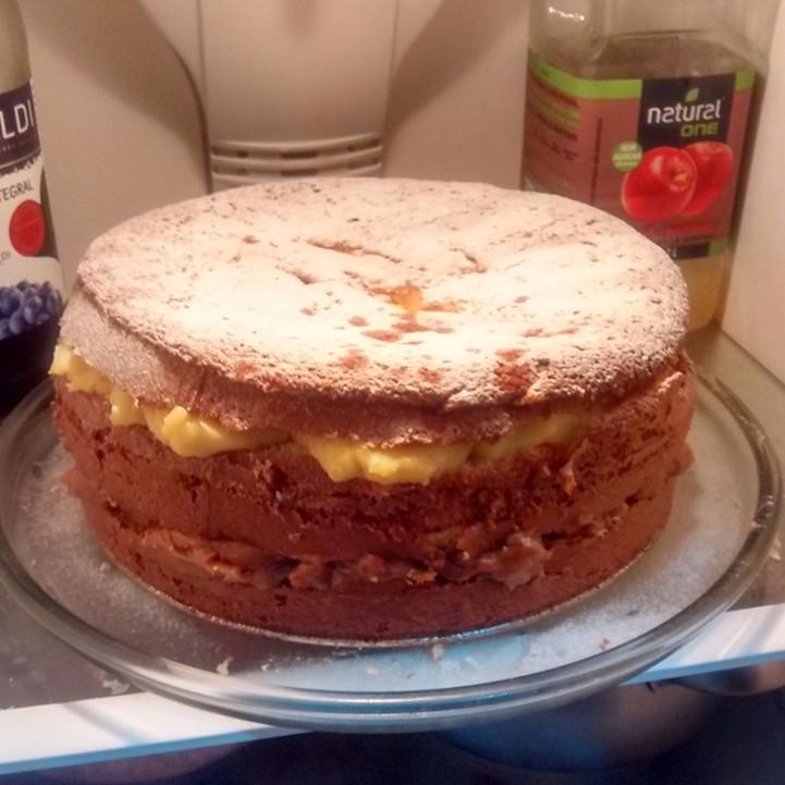Junho é o mês do meu aniversário. Esse ano resolvi tentar fazer o naked cake. Só me esqueci de fazer uma foto decente fora da geladeira.... kkkkk