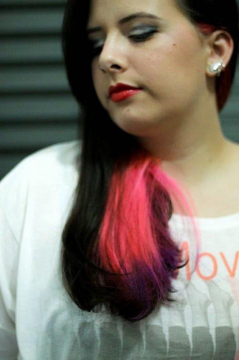 Junho também foi o mês do Red Lips Day, e participei com as pontinhas do cabelo roxinho <3